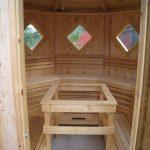 Hakskog 1 är en vedeldad bastu i som vi levererar med både behandlad och obehandlad panel
