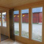 Stora glaspartier i Hakskog 5 - Bastu med dörr