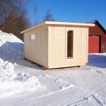 Funkis i friggebodsform! Kråken 5 är en friggebod i norrländskt kvalitetsvirke - exteriör